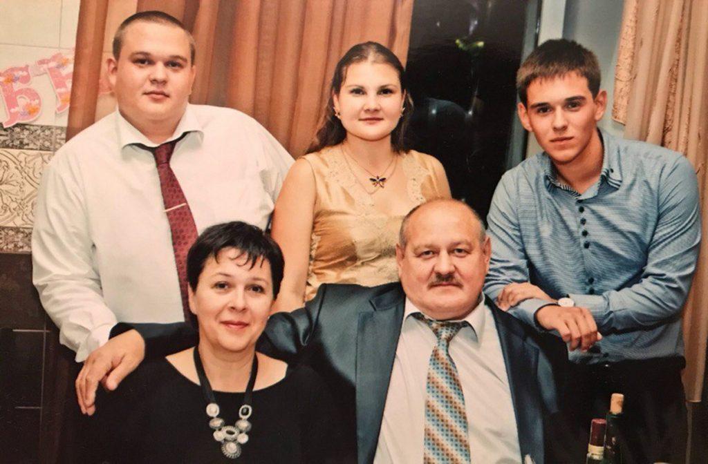 Сын Александр, дочь Нина, сын Иван, жена Наталья