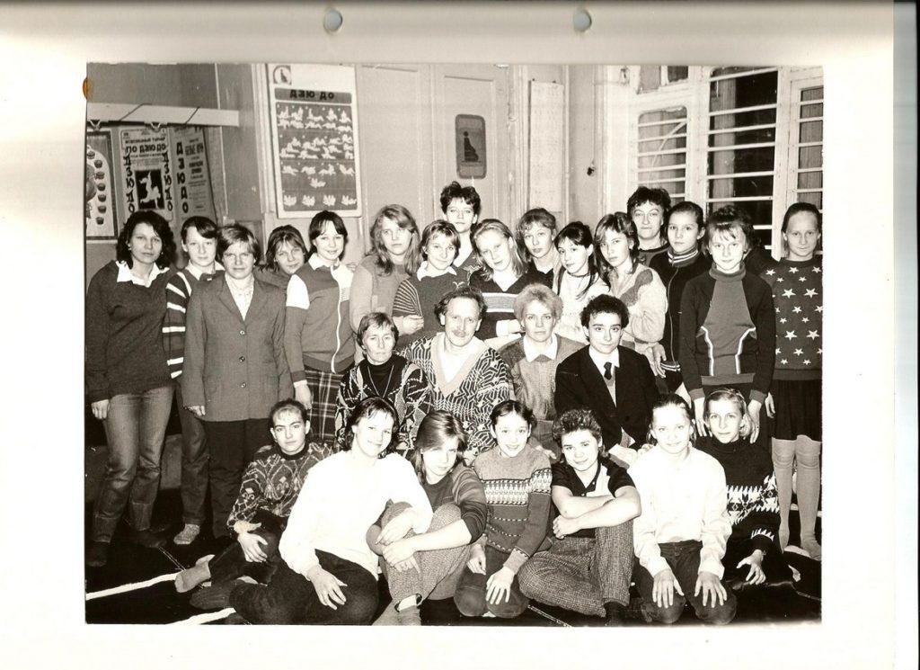 Виктор Валентинович Антонов с ученицами