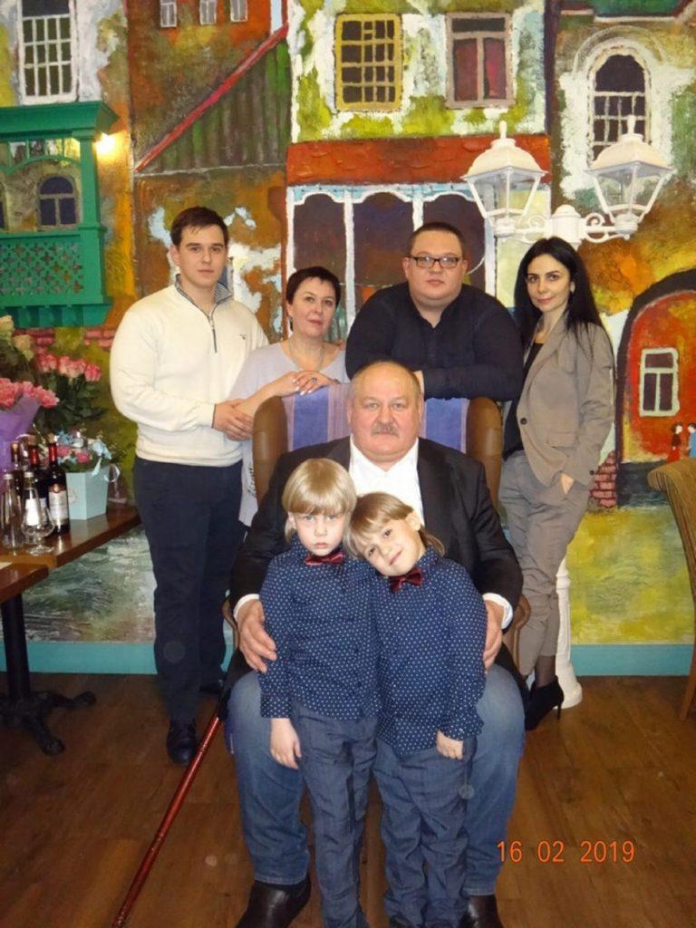 Александр Шуров с семьей